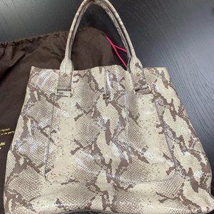 🔥🔥Kate Spade Claudia Emb-snake- purse-grey/multi